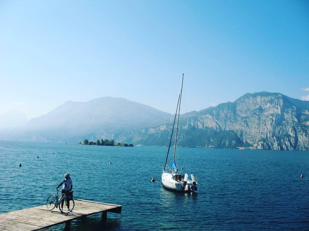 Trener początek i jezioro Garda